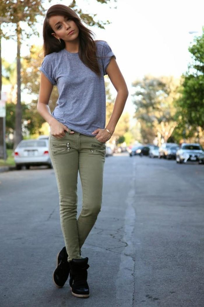 1quoi-mettre-avec-un-pantalon-kaki-t-shirt-gris-vision-simple-beauté-naturelle