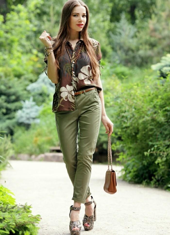 1quoi-mettre-avec-un-pantalon-kaki-tenue-pour-l'été-en-couleurs-vert-et-marron