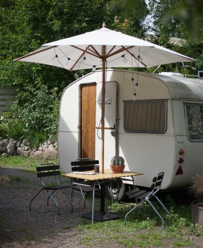 1vivre-en-caravane-coin-extérieur-supplémentaire-pour-des-repos-en-plein-air