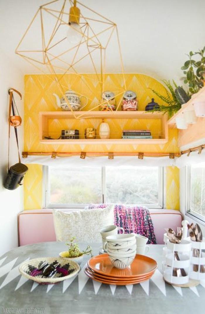 1vivre-en-caravane-couleur-moutarde-vivacité-bonne-humeur-plantes
