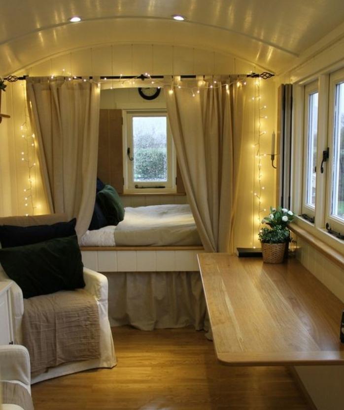 1001 bonnes raisons pour vivre en caravane mobile - Decoration interieur camion ...