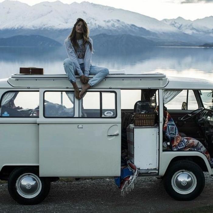 1vivre-en-caravane-esprit-bohème-enfant-de-la-nature-intérieur-hippie