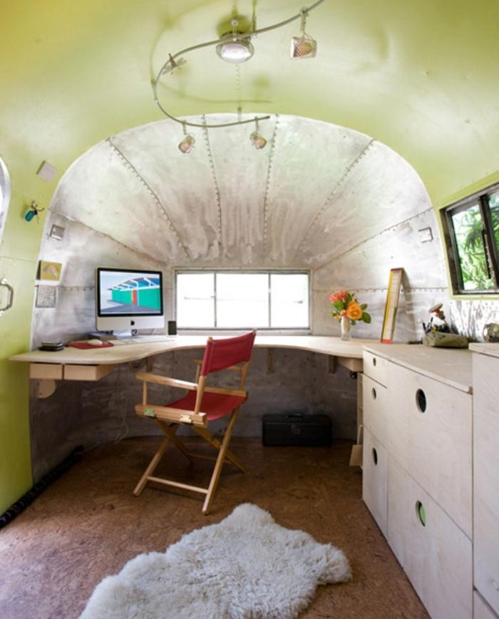 1vivre-en-caravane-idée-déco-originale-espaca-vaste-coin-en-matériaux-naturels