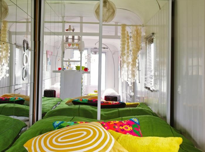 1vivre-en-caravane-moderne-en-blanc-coussins-décoratifs-en-couleurs-vives
