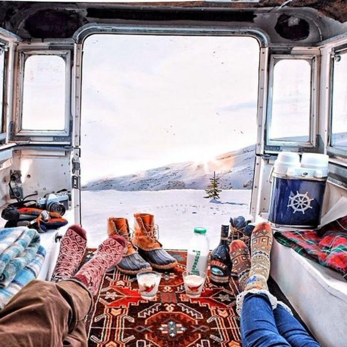 1vivre-en-caravane-se-reveilleur-avec-une-vue-stupéfiante-et-différente-chaque-jour