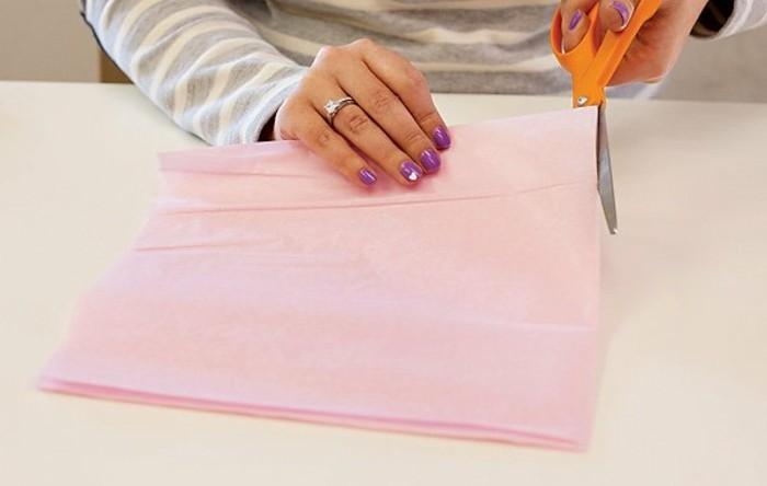 2decouper-avec-des-ciseaux-l-un-des-plis-du-papier-tuto-guirlande-en-papier-tassel