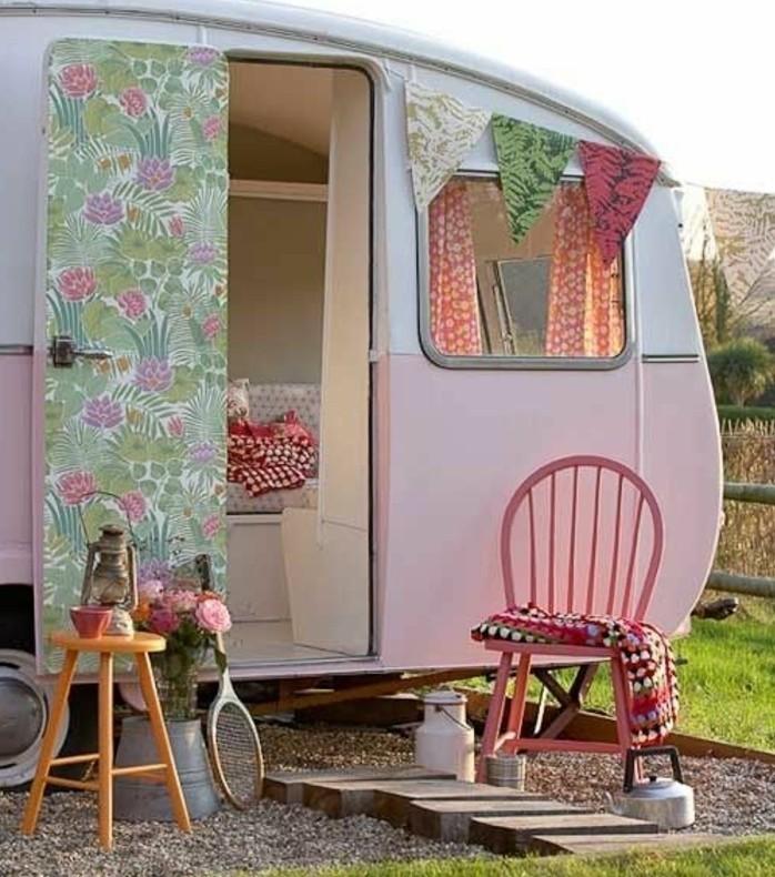 2vivre-en-mobil-home-aventures-déco-en-motifs-floraux-couleurs-pastel
