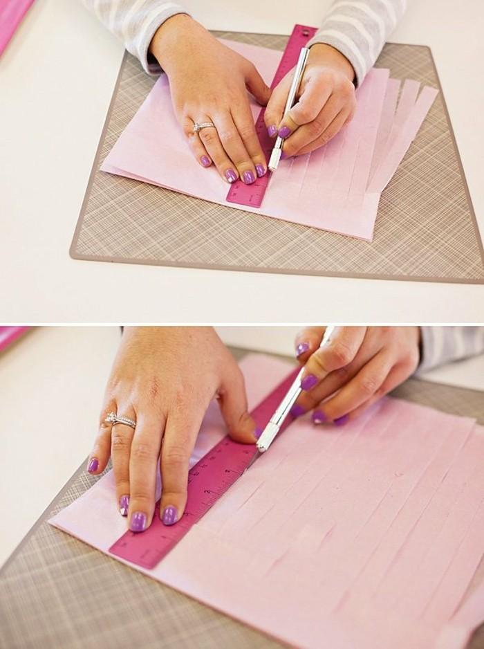 3decouper-de-petites-bandelettes-le-long-du-papier-crepon-pour-fabriquer-une-guirlande-en-papier