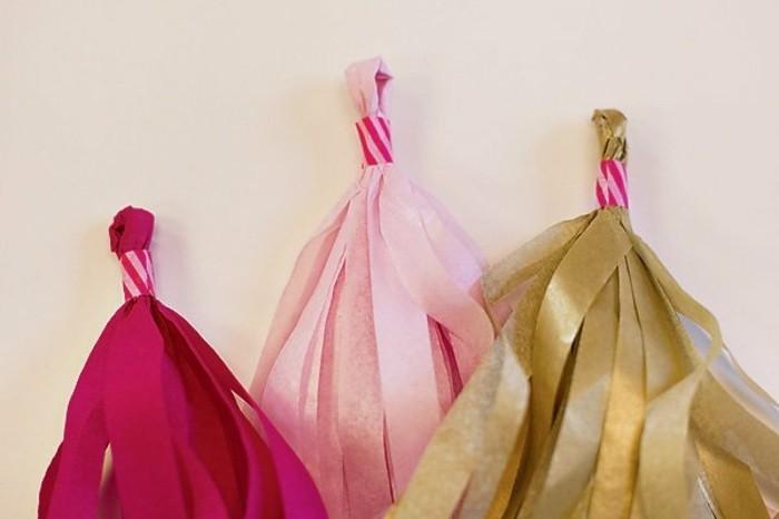 7serrer-le-boucle-a-l-aide-de-washi-tape-derniere-touche-de-la-fabrication-des-pompons-a-franges-guirlande-en-papier-crepon