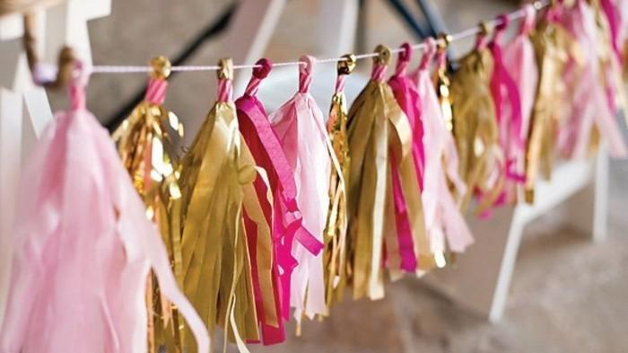 8enfiler-les-pompons-a-franges-multicolores-sur-un-filpour-fabriquer-une-guirlande-en-papier-crepon