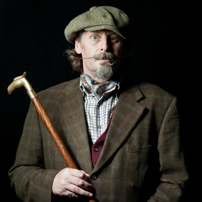 Captain-Fawcett-Moustache-Wax-cire fixation fixer barbe homme cire huile entretien comment anglais