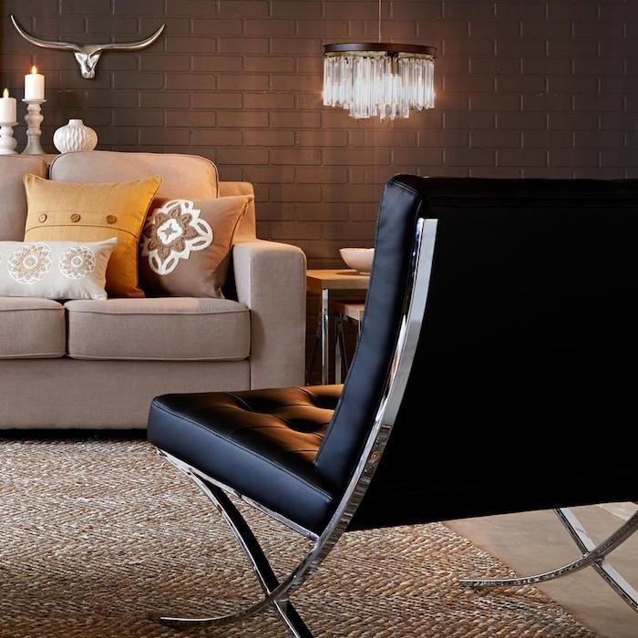 fauteuil-retro-en-cuir-vintage-noir-avec-pieds-en-metal