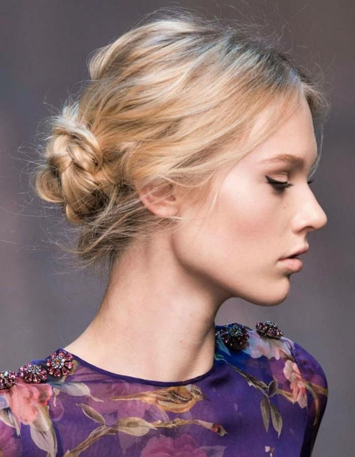 admirable-beaute-femme-coiffure-chignon-flou-chignon-facile-femme-blonde-jolie-chignon-flou