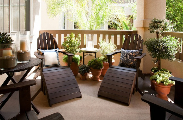 amenagement-balcon-petit-balcon-cosy-avec-meubles-en-bois