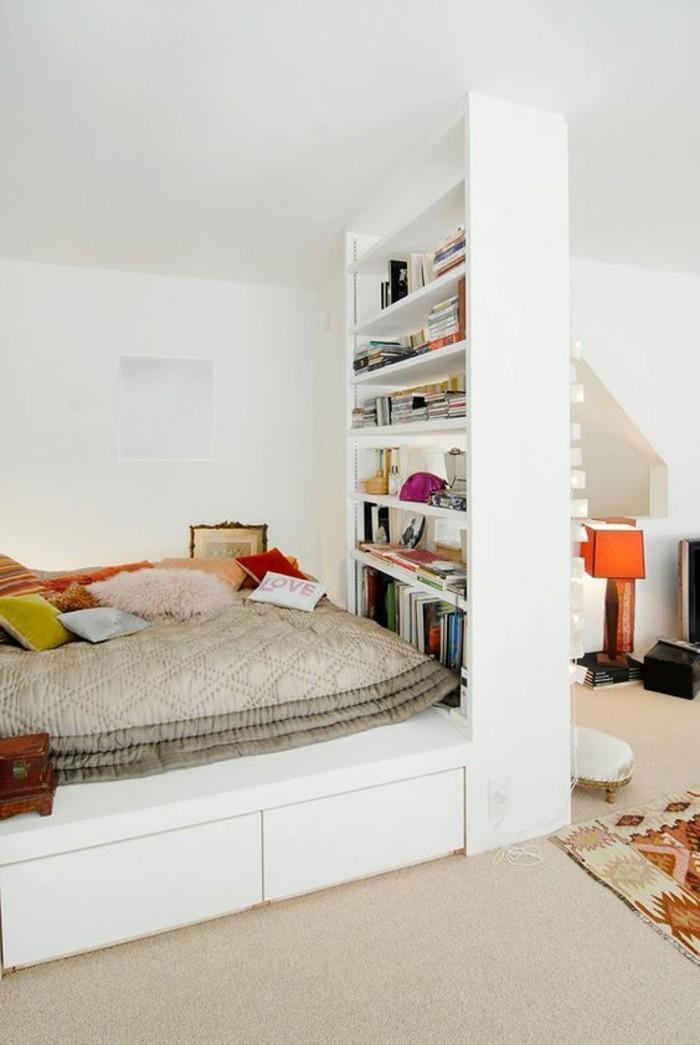 aménagement-petite-chambre-avec-biblio-separateur-d-espace
