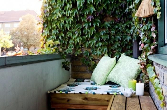 amenager-son-balcon-banquette-en-bois-pour-les-petits-espaces
