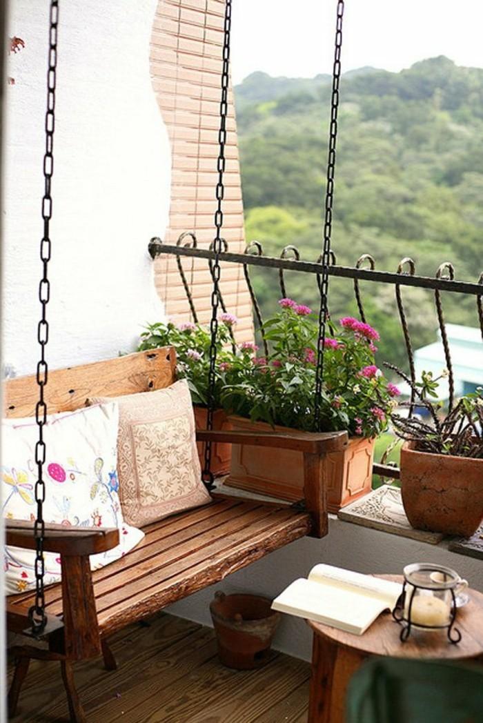 amenager-un-balcon-berceau-en-bois-un-petit-balcon-amenage