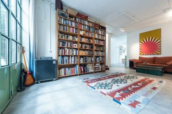 amenager-un-garage-en-chambre-bibliotheque-de-livres-tapis-en-motifs-geometriques