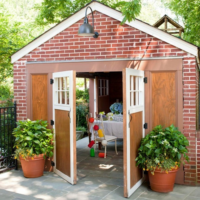 amenager-un-garage-en-chambre-portails-en-bois-salle-a-manger-decoration-en-couleurs-vives
