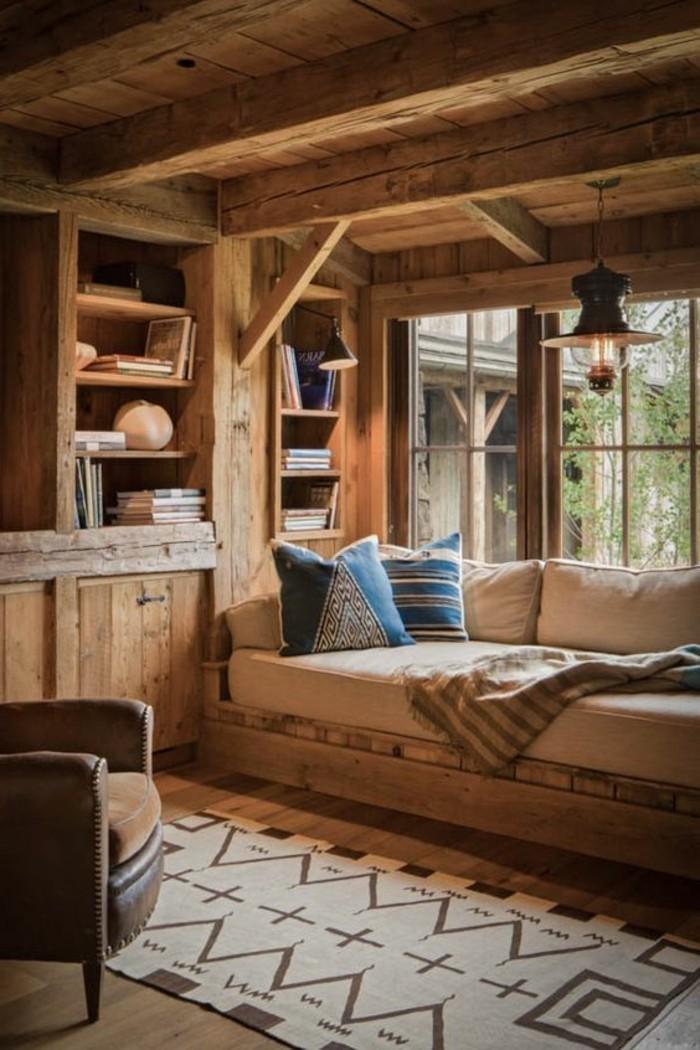 amenager-une-grange-coin-de-repos-parfait-coussins-bleus-en-motifs-geometriques-couverture-douce