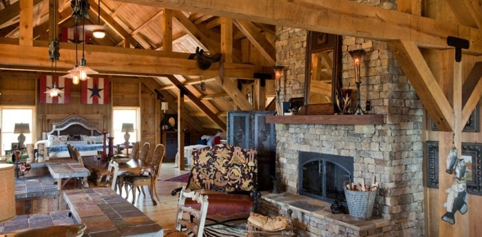 amenager-une-grange-style-rustique-materiaux-naturels-cheminee-en-pierres-grand-lit