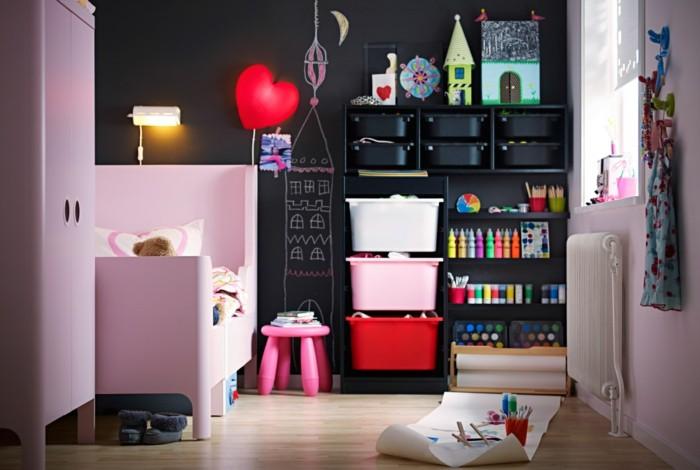 aménager-une-petite-chambre-enfant-en-manière-optimale-coeur-rouge-deco
