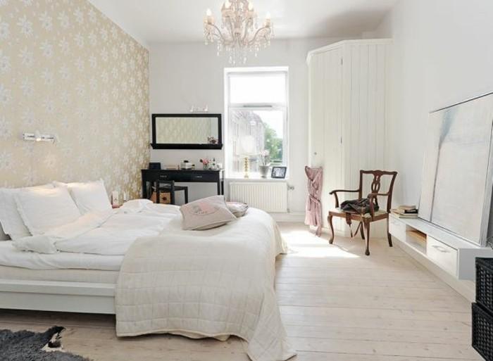 ambiance-scandinave-melee-avec-des-elements-baroque-coin-travail-parquet-clair-mur-habillee-de-papier-peint-a-motifs-floraux-armoire-blanche-gros-miroir