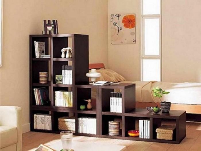 amenager-studio-idee-separer-chambre-salon-meuble-separateur-etagere-kallx-ikea-etageres-escalier