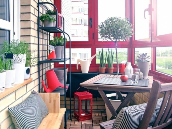 amenager-balcon-etagere-table-de-repas-et-banquette-pour-lexterieur