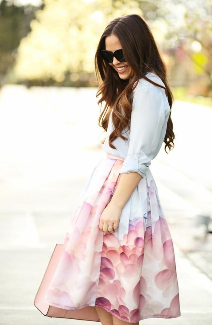 apprendre-à-s-habiller-s-habiller-correctement-jolie-jupe-rose-et-bleu-claire-retro