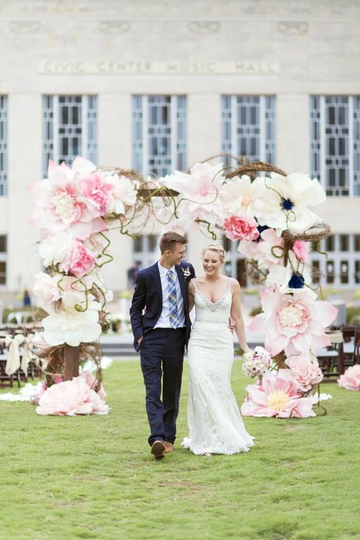 arche-de-marige-insolite-en-fleurs-papier-déco-de-mariage-originale