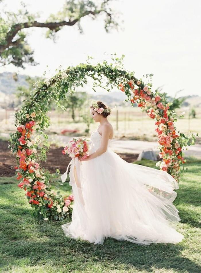 arche-florale-mariage-romantique-décoration-de-fleurs