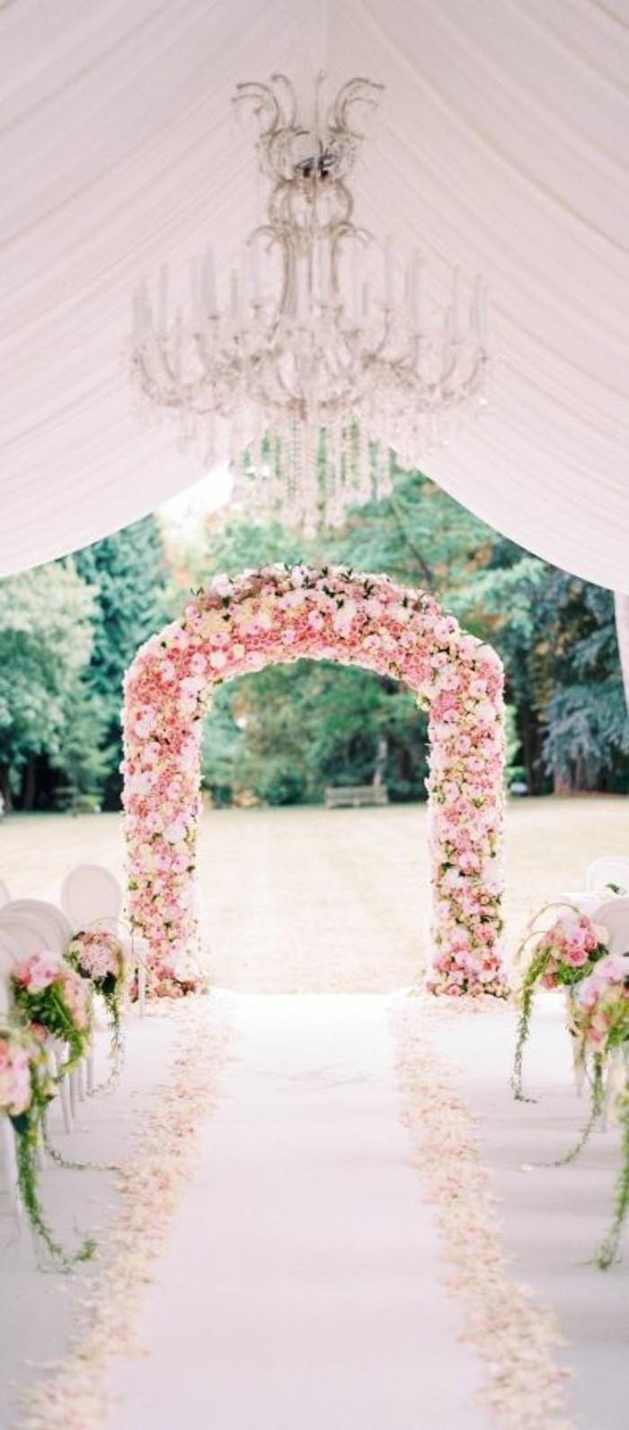 arche-florale-mariage-romantique-décoration-roses