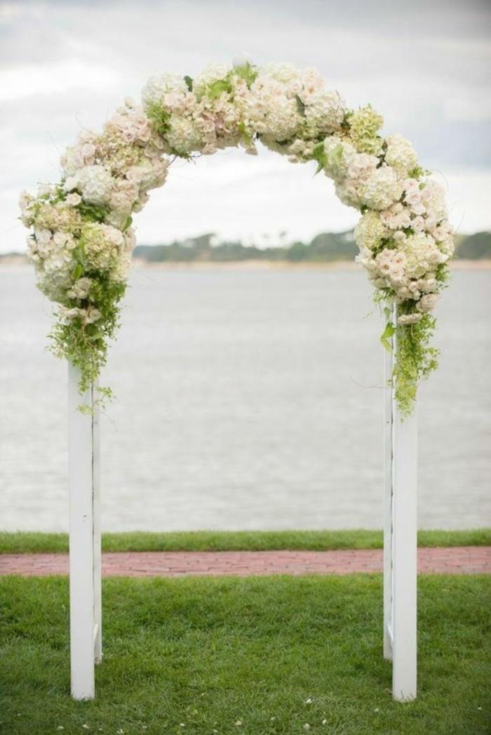 arche-mariage-classique-déco-florale-blanche