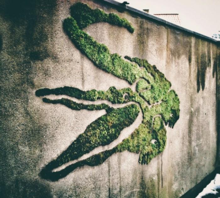 art-mural-artistes-contemporains-crocodile-en-mousse-vegetale
