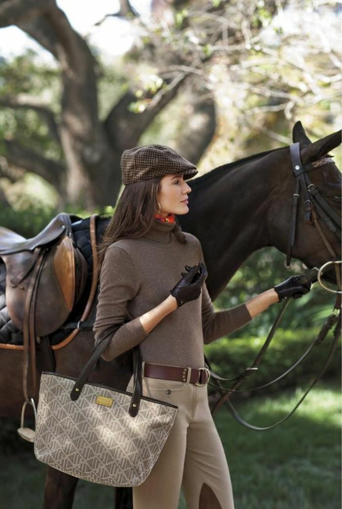 association-couleur-vetement-tenue-d'-automne-chapeau-carré-pull-marron