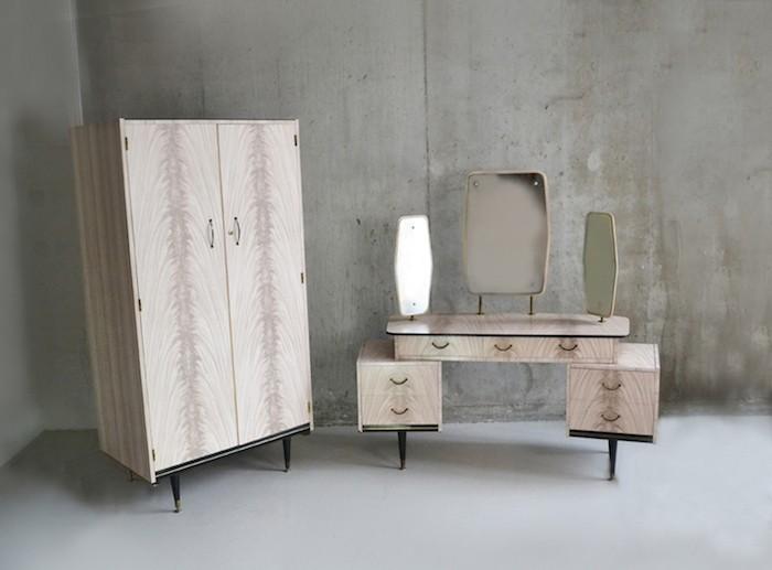 assortiment de meubles en bois années 50 anglais en bois avec armoire dressing penderie