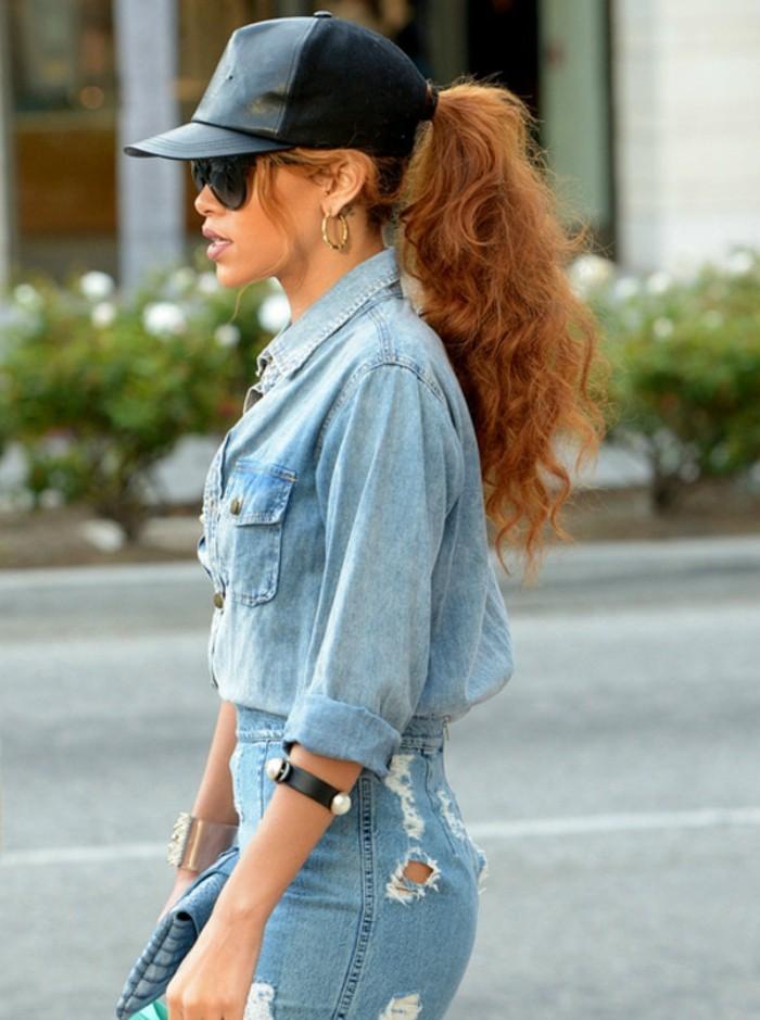 avec-quoi-porter-une-chemise-en-jean-rihanna-style-tout-en-denim-coiffure-attachee