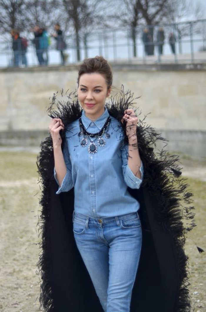 avec-quoi-porter-une-chemise-en-jean-veste-noire-avec-des-franges