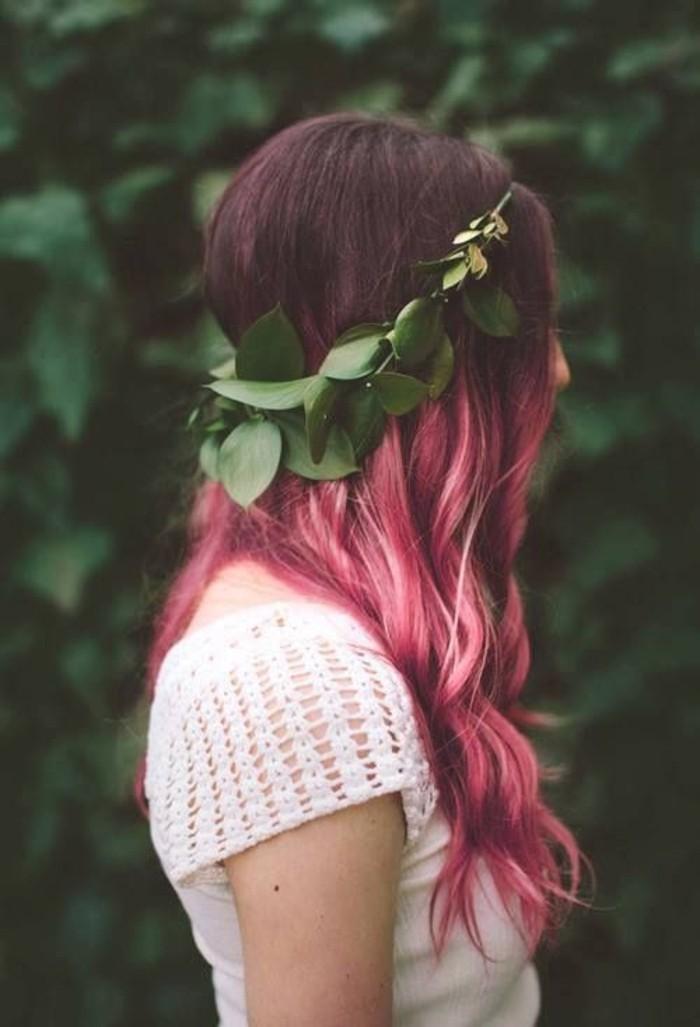 balayage-rose-cheveux-ondulés-cheveux-couleur-framboise