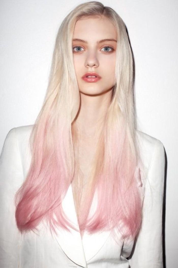 balayage-rose-sur-les-longueurs-cheveux-couleur-blond-froid
