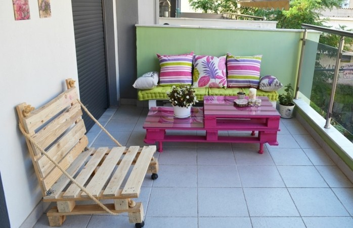 1001 id es pour fabriquer un banc en palette charmant for Table salon de jardin en palette