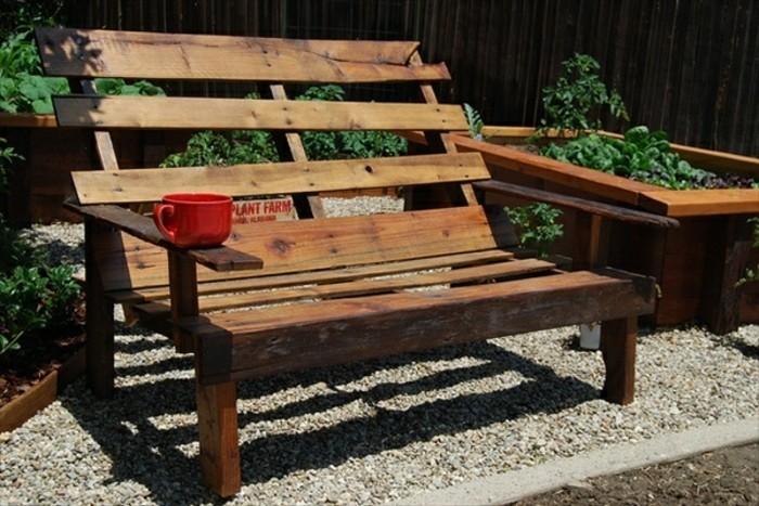 banc-en-palette-de-bois-simple-a-realiser-idee-comment-créer-du-mobilier-palette-soi-meme-amenagement-jardin