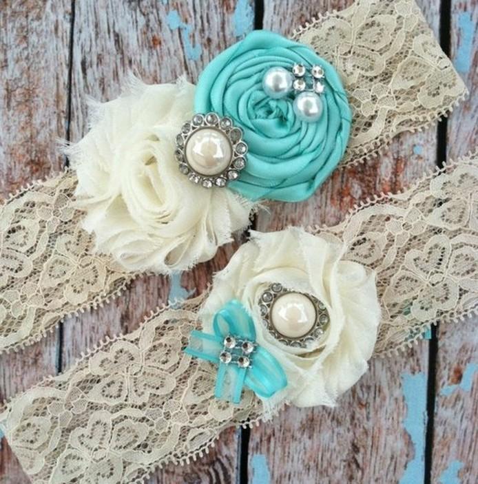 bandeau-de-tete-broderie-décoré-de-fleur-de-tissu-accessoire-cheveux-mariage-a-faire-soi-meme