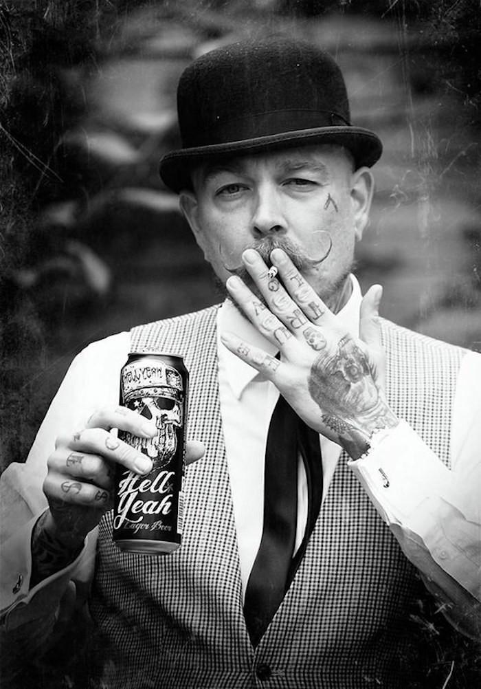 barbier cool style anglais londres vintage années 20 30 40 chapeau melon taille moustache hipster gilet cire