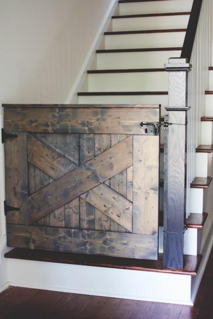 barrière-de-sécurité-escalier-fait-à-partir-de-porte-de-grange
