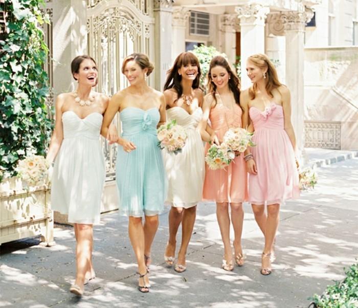 beaté-courte-robe-pastel-pour-mariage-robe-chic-pour-mariage-les-demoiselles-d-honneur
