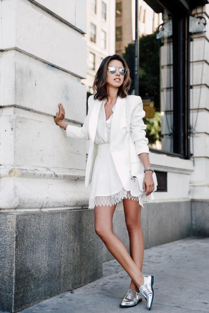 beauté-feminine-apprendre-à-s-habiller-s-habiller-correctement-totalement-blanc