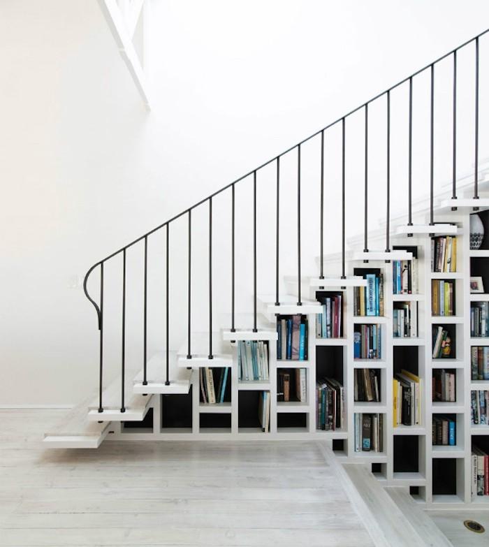 bibliotheque-sous-escalier-rangement-cube-blanc-livres-etageres
