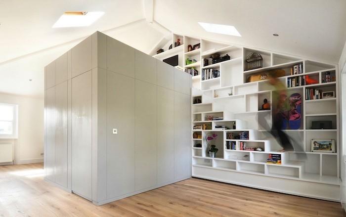 bibliotheque-en-escalier-etageres-murales-rangements-design-marches-cube-mural-bois